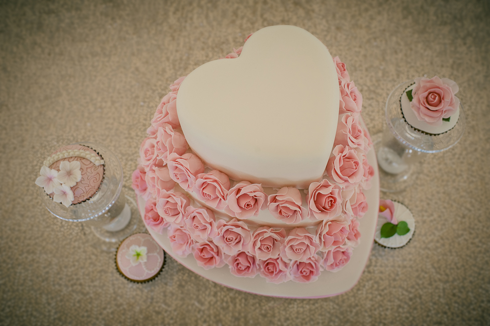 Heart wedding cake and minis